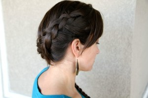 HngrGmsBrdSide 300x200 Katniss' Diagonal Dutch Braid Hairstyle Tutorial