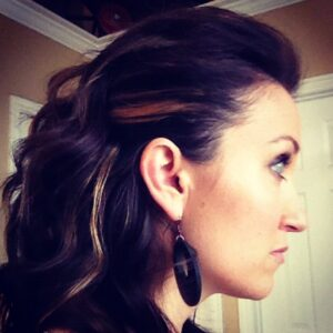 Edgy Side Pullback   Cute Hairstyles