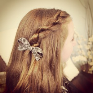 Knotted Pullback | Easy Hairstyles