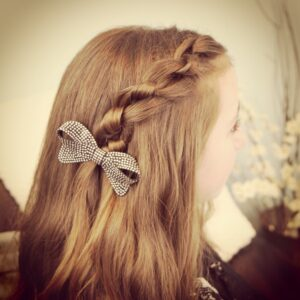 Knotted Pullback   Easy Hairstyles