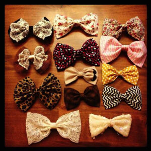 Assorted bows laying on a table | CuteGirls Hairstyles