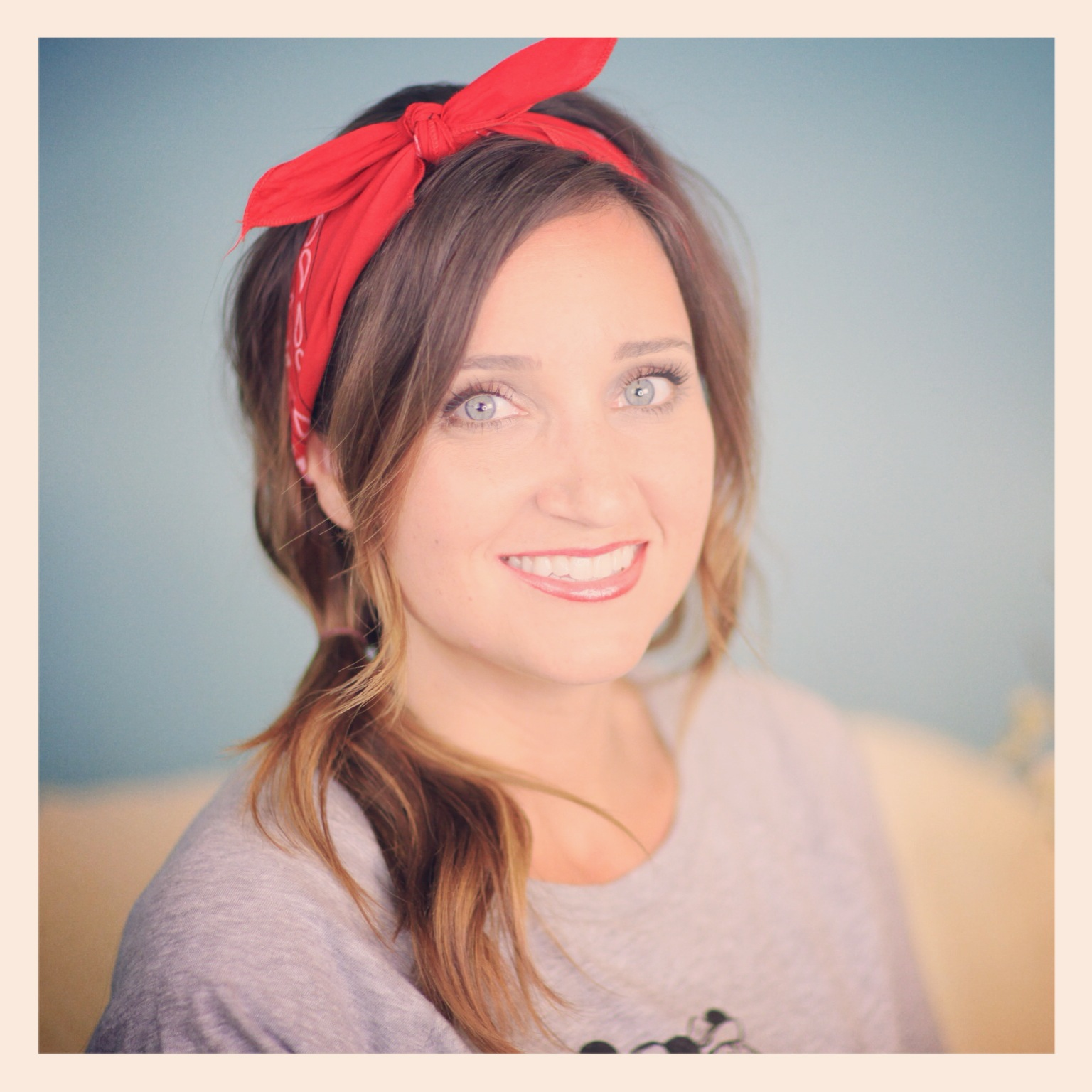 Six DIY 1-Minute Bandana Hairstyles  4ce7cfea7e3