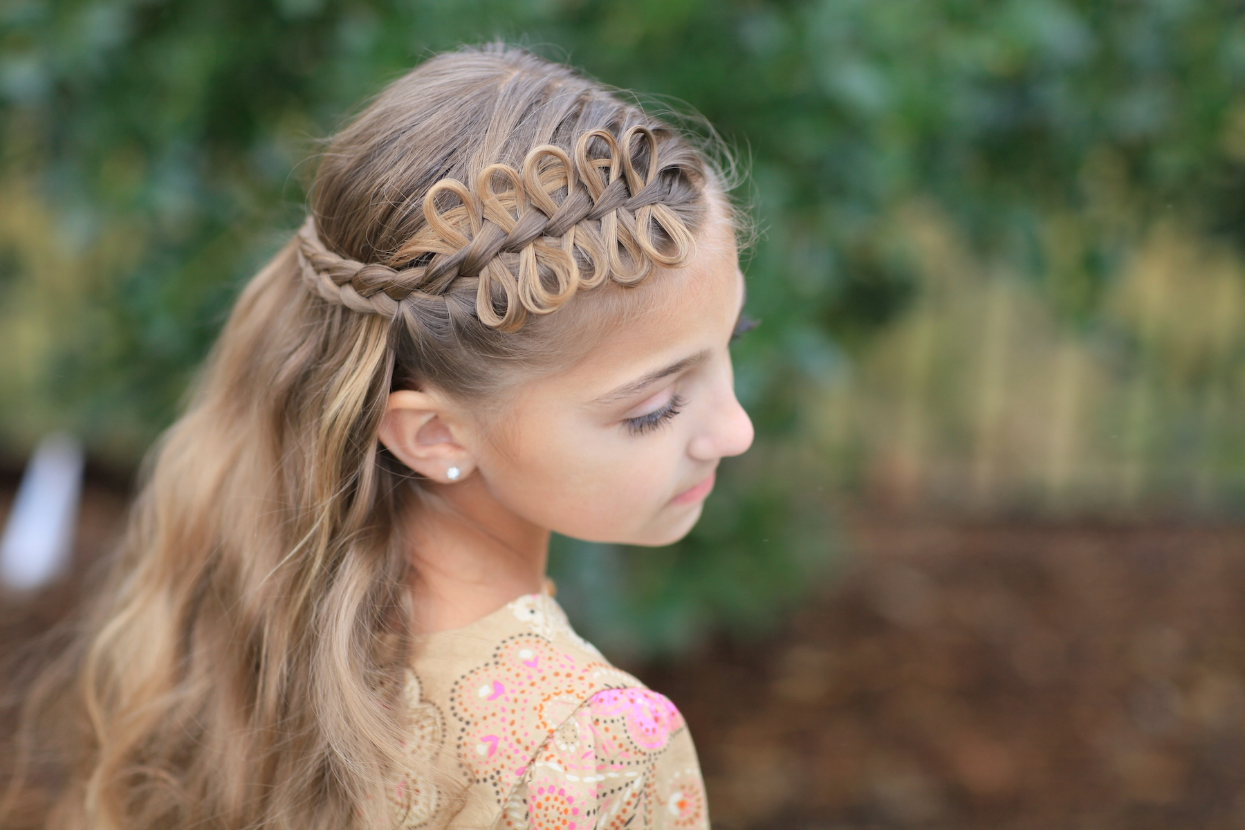 Today we want to show you the first official hairstyle tutorial for