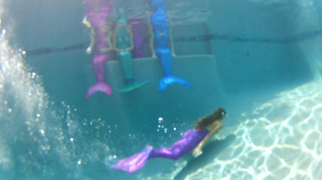 Diving Mermaids
