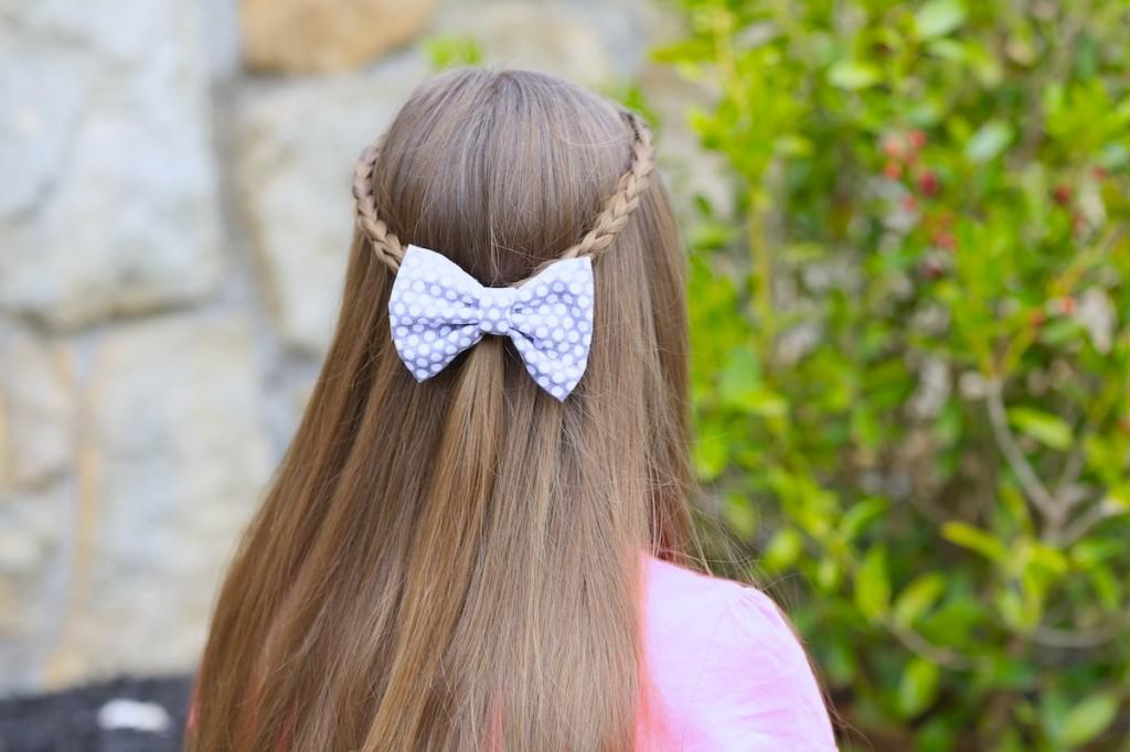 Young girl outside wearing pink shirt modeling 3D Split Braid