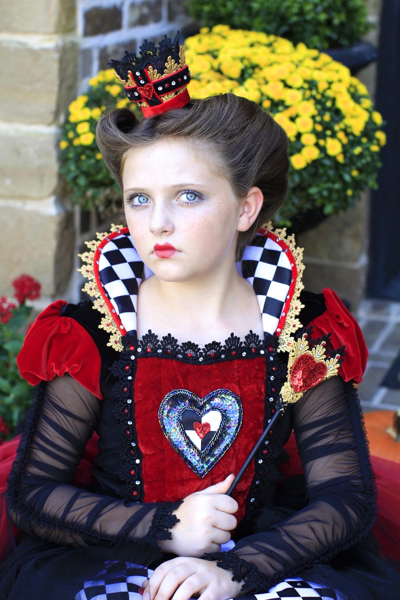 Red Queen (Queen of Hearts)  Halloween Hairstyles - Cute Girls
