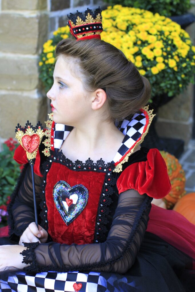 Young girl dressed up as the Queen of Hearts | Halloween Hairstyle