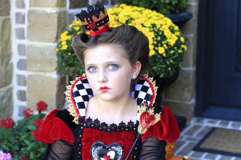 Queen of Hearts | Halloween Hairstyles