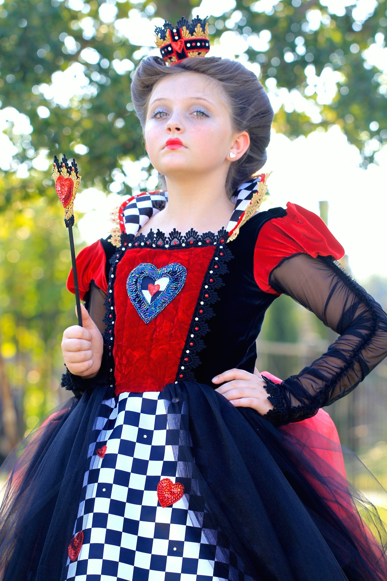 queen of hearts hairstyle halloween hairstyle