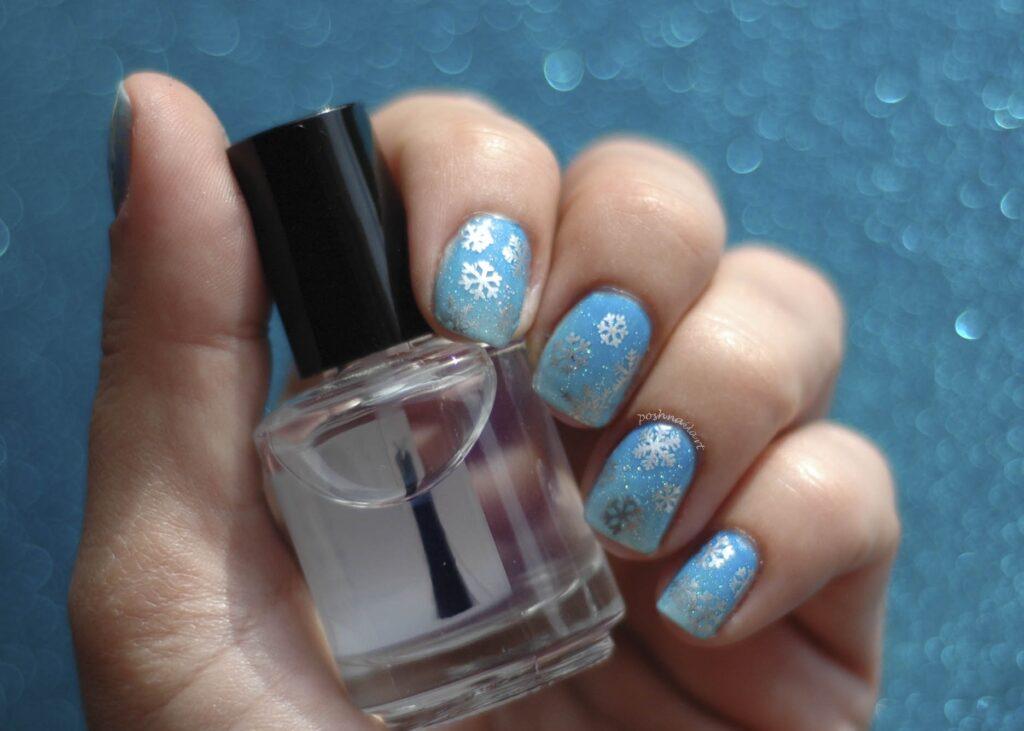 DIY Snowflake Manicure