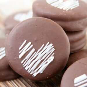 Chocolate Dipped Oreos | Valentine's Day Treat