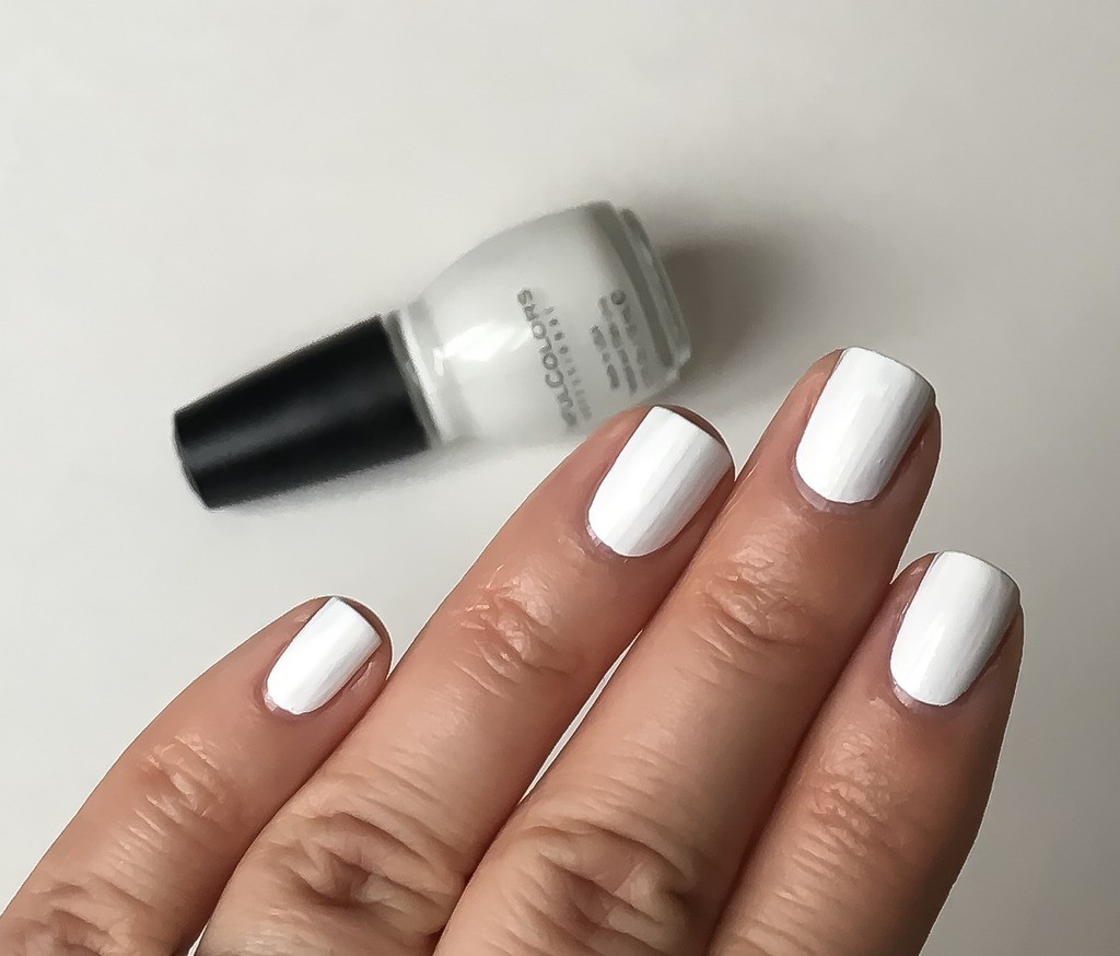 DIY Manicure | White