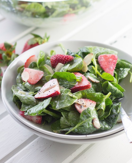 Spinach Strawberry Salad with Creamy Poppy Seed Dressing -a light and healthy salad full of plump juicy strawberries and drizzled with a tangy dressing!