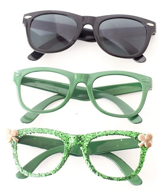 DIY green glitter glasses