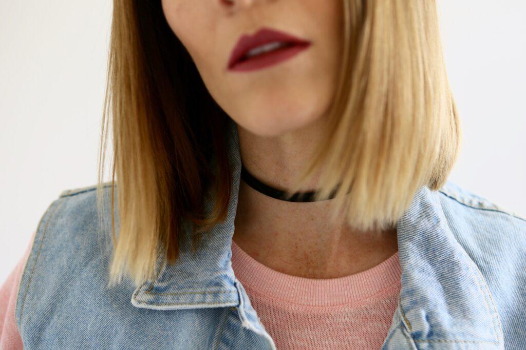 Black choker   Lindsey Shores