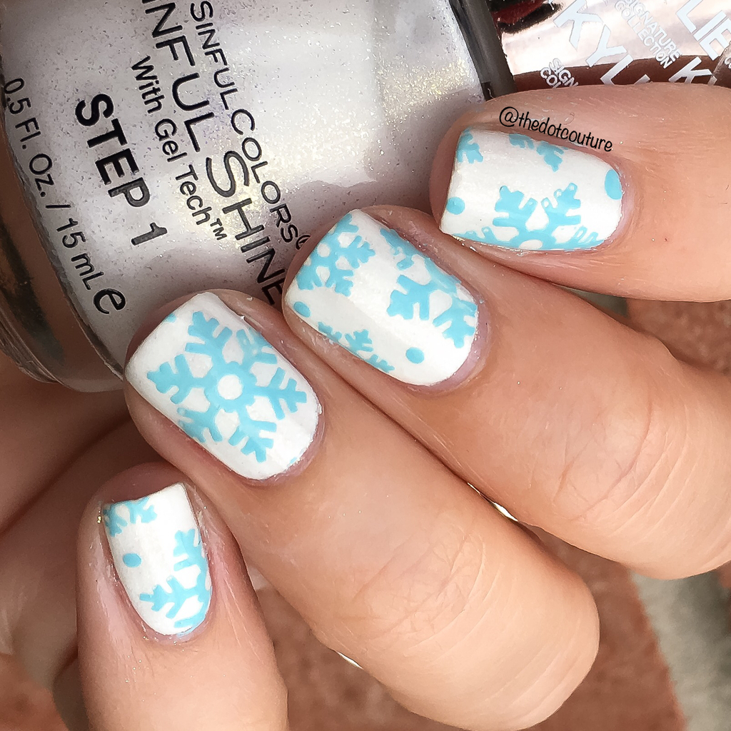 Blue Snowflake Nails | CGH Lifestyle